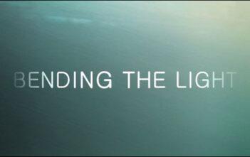 "Trailer Του Ντοκυμαντέρ ""Bending the Light"""