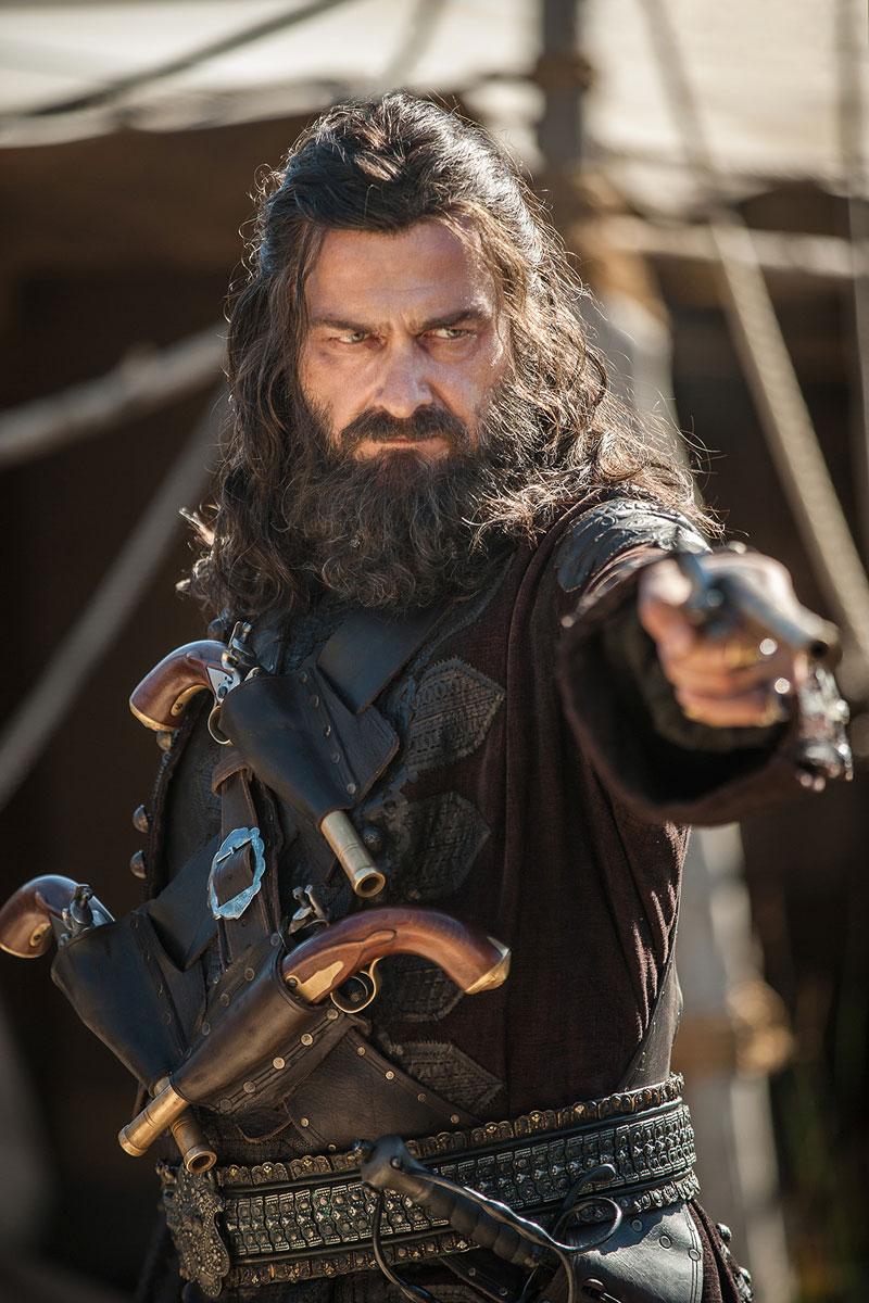 Ο Ray Stevenson στο ρόλο του Blackbeard.
