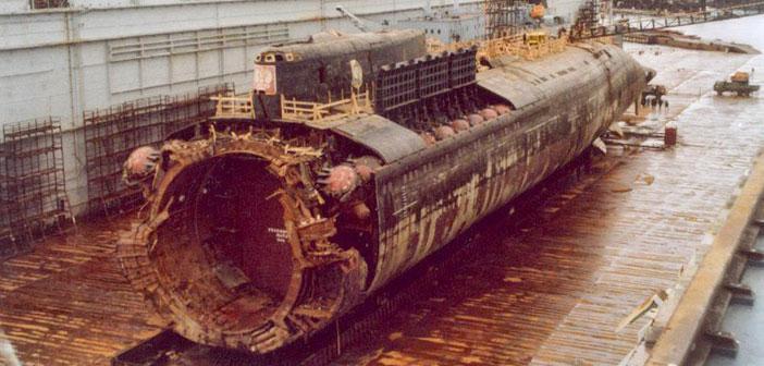 Το ναυάγιο του K-141 Kursk στο λιμάνι του Roslyakovo.