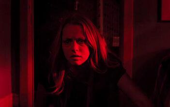 """Πρώτο Trailer Απο Το """"Lights Out"""""""